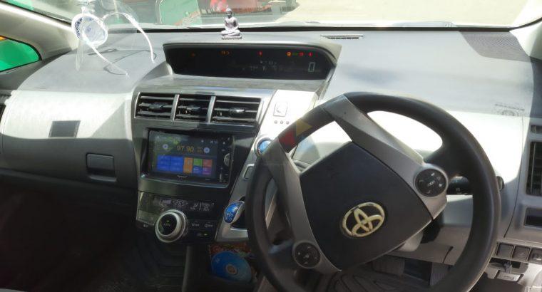 Toyota Prius Alpha 2013